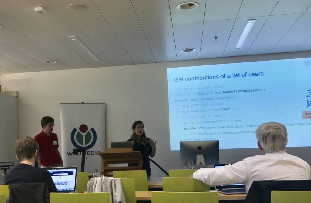 Cristina Sarasua presenting