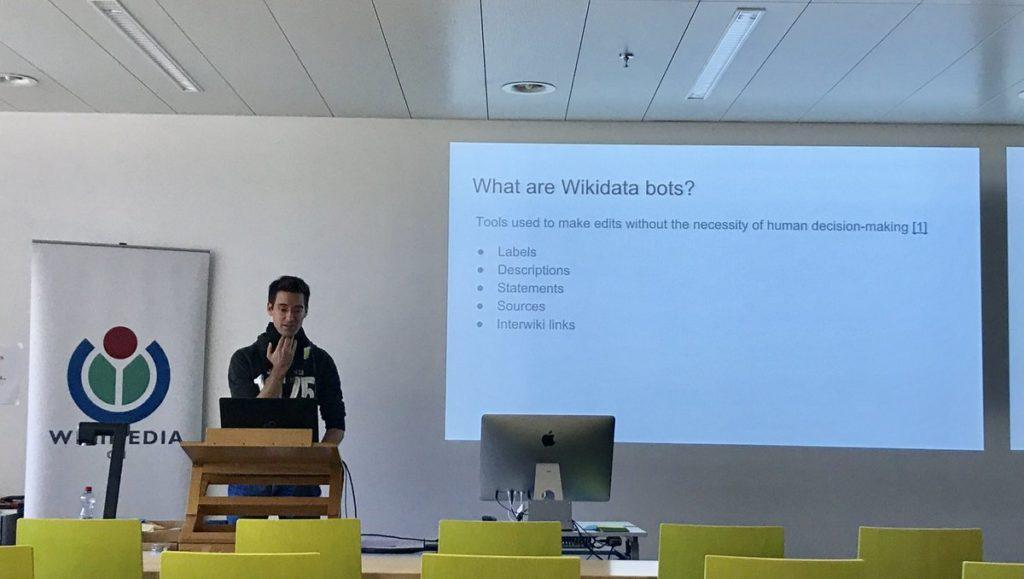 Leon Kastler presenting